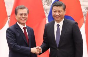 문 대통령 訪中 '외교 결례' 논란 증폭...대처 방안은?