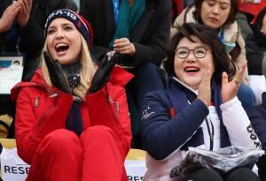 김정숙 여사, 이방카와 올림픽 스노우보드 관람
