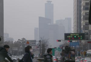 중국 스모그 영향 '미세먼지' 기승...내일 새벽 '비 소식'