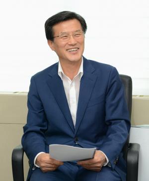 """홍성열 증평군수 """"전략공천 원한다"""""""