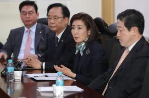 한국당 중진, 홍준표 대표 강력 성토...