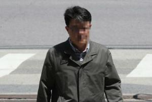 허익범 특검 '드루킹 금품수수' 김경수 前 보좌관 소환...말 없이 조사실로